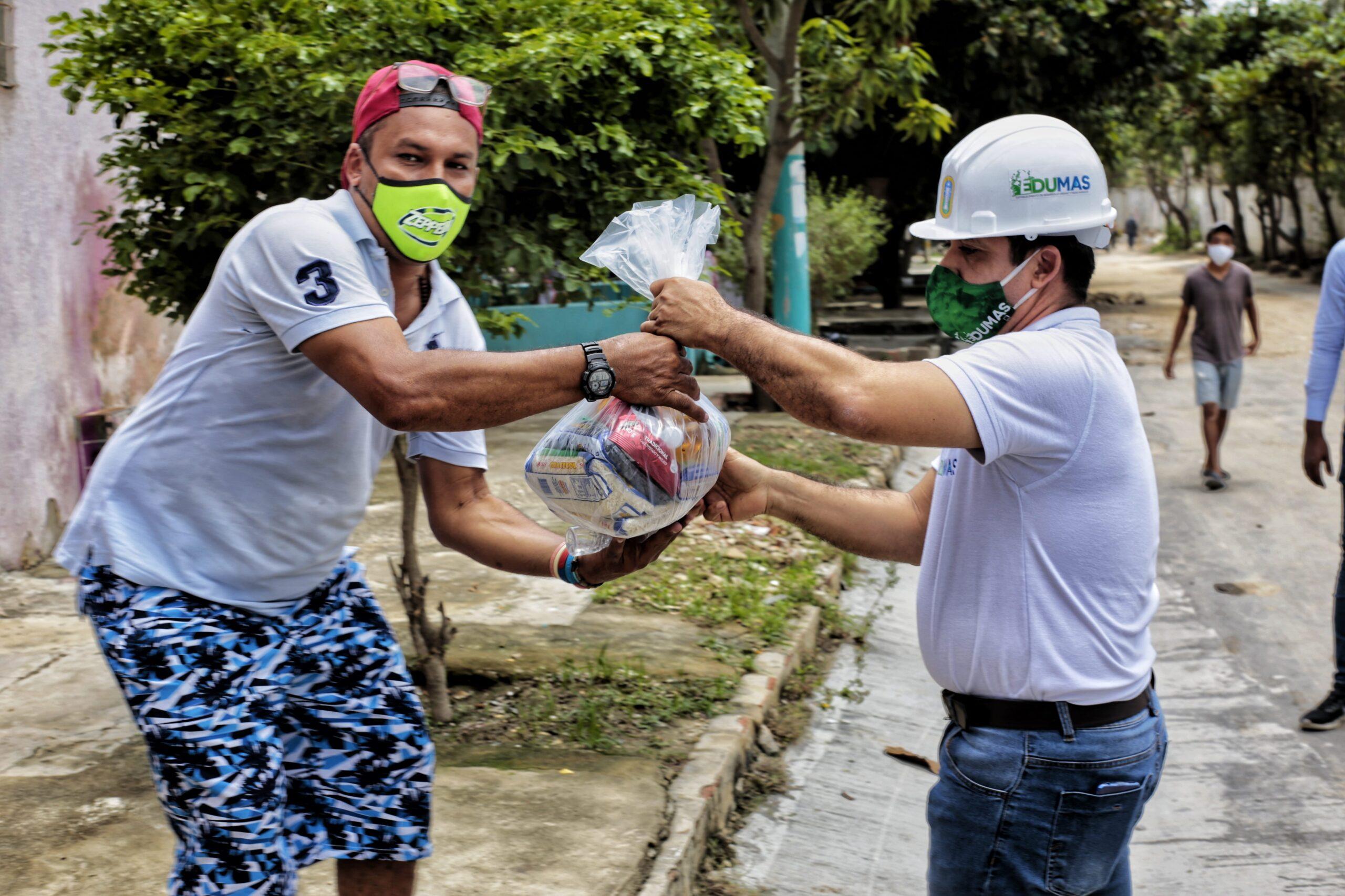 Edumas Hizo Entrega De 250 Ayudas Humanitarias A Los Residentes De Los Barrios Las Ferias Y Primero De Mayo